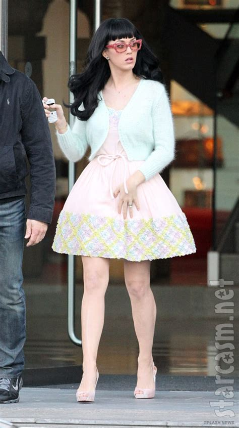 Katy Perry dressed like dessert, lollipops and whipped