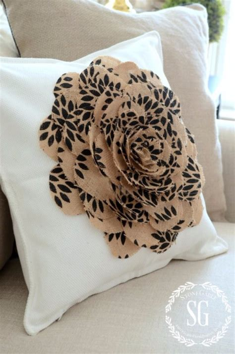16 Stylish DIY Pillow Designs That You Can Craft In A