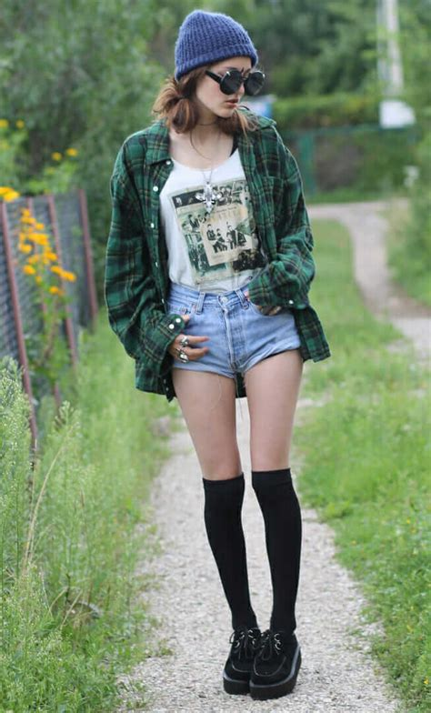20 Stylish Ways to Wear Flannel Shirts - Page 3 of 6